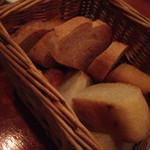 ハグ ザ キッチン - お通しのパン