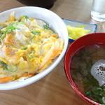 公園堂食堂 - カツ丼600円味噌汁付き