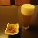 杉並 まん月 - 生ビール(アサヒプレミアム熟撰)と「揚げ蕎麦」