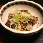 牛のよたれ - 前菜(じゃこ煎餅) (2014/06)