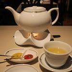中国飯店 富麗華 - お茶はローソクで温め