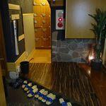 個室居酒屋 火と月の間に - エレベーターで9F移動後は、予約している旨を伝えて席へと移動します。