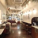 J.S. BURGERS CAFE - 清潔で明るい店内