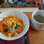 28335672 - サラダとスープ。