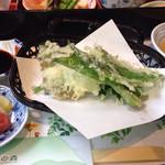 霧の森レストラン - 季節の山菜の天ぷら