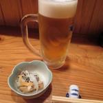 居酒家 しゅん - 生ビール(中)とつきだし