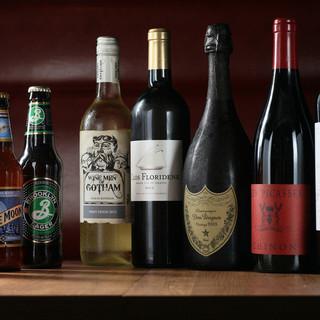豊富なワインの品揃え(グラス700円~ボトル4000円~)
