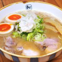 豚×魚ラーメン  ※写真は味玉付き