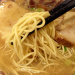 博多だるま ラーメンファクトリー - この細麺が良く合いますね!こちらはカタが合う♪