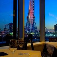 大きな窓から望む、横浜みなとみらいの絶景