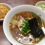 大王 - 日替わり定食(醤油ラーメン、ミニピリ辛炒飯、サラダ)