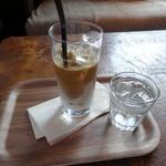 狸穴 Cafe - アイスラテと冷水