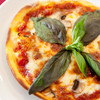 ワイン家 Solish - 料理写真:自家製オリジナルピザ。生地とトマトソースは自家製です。