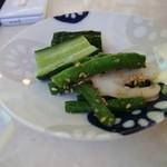 喫茶マンボ - 小鉢は自家製漬物