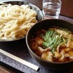竹國 - 肉汁うどんのつけ汁は量も多く熱々で美味しい