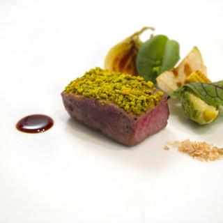 全国各地の厳選された野菜や魚介、肉を使用