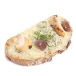 イシノウエ - 料理写真:鶏ときのこのライ麦パン (320円)  '14 5月中旬