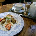 CAFE KATEMAO - ラフランスとチョコチップのタルト&キャラメルティー