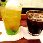 アップカフェ - メロンクリームソーダ&アイスコーヒー☆