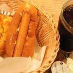 28642374 - ハムとチーズのパン、ホットドック