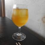 28649535 - ジャスミンティがワイングラスで出されます