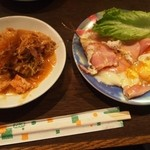 喫茶Y - Y定食(白菜ピリ辛炒め、ハム&ベーコンエッグ)