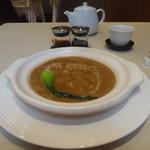 28664526 - 気仙沼産ふかひれの姿煮、赤酢&黒酢をお好みで
