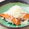 博多旨鮨 小野 - 料理写真:みんな大好きな組み合わせ『ふんわりチーズサーモンの握り』