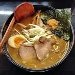 らーめん加茂川 - 鮭冬葉とんこつ・醤油