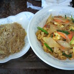 新華苑 - 料理写真:本日の日替わり、キムチ丼と春雨炒め850円