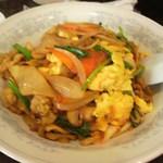 新華苑 - 料理写真:彩の良い、キムチ丼。