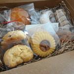菓子工房ルスルス - こんなかんじの詰め合わせです スコーン・マドレーヌ・アルル・カレット・きなこ・三日月・チョコクッキー