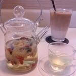 茶縁 - 食後の菊花茶☆綺麗で美味しい~