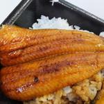 28752189 - 特うな丼弁当 1209円 鰻のアップ 【 2014年6月 】