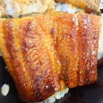 28752191 - 特うな丼弁当 1209円 鰻のアップ 【 2014年6月 】