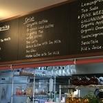 ザ ピンク ウィードカフェ - 奥は、綺麗な厨房です