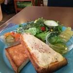 ザ ピンク ウィードカフェ - プレートにヘルシーな野菜たちがいっぱいです