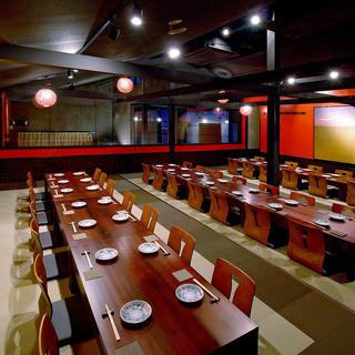 美味しい料理とお酒を広々空間で満喫!