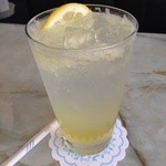 喫茶クラウン - レモンスカッシュ/ 生のレモンを搾ってフレッシュ♪