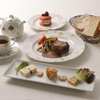 ランチとディナーもおすすめ☆優雅な雰囲気でお食事はいかが♪