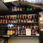 クラフトビアバル IBREW - 2014.07 店内には色んなビールの瓶がずらり!