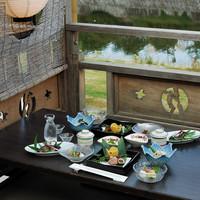 鴨川を眺めながら、納涼川床でゆったりお食事
