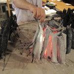 原始焼・二代目・魚々子 - 炙られる刻鯖