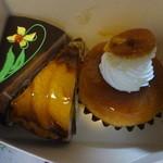 クラウン洋菓子店 - 左から、ガトーショコラ、タルトポンム、サバラン