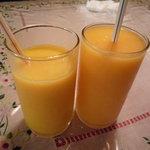 サイゴン・レストラン - マンゴージュースとパパイヤジュース。とってもフルーティーです♪