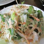 ラーンガンエーン - ランチに共通のサラダです。 マヨネーズとチリソースを合わせたような味のドレッシング。