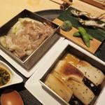 茶洒 金田中 - 稚鮎の載ったお皿を動かすと万葉牛が登場