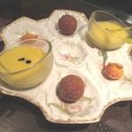 28927708 - プローグはトウモロコシのスープとタラのコロッケ、フィナンシェ