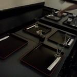 英香 - テーブル席