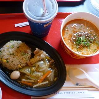 ザ・ドラゴンズ・パール - 料理写真:坦々麺と八宝菜